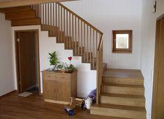 Massivholztreppe in Faltwerkoptik von Biehler Treppen