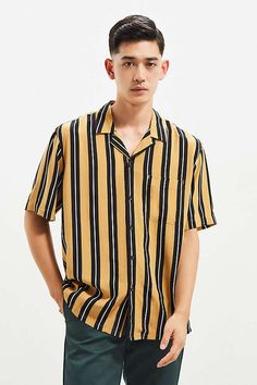 Slide View: 1: UO Vertical Stripe Rayon Short Sleeve Button-Down Shirt