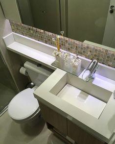 Hoje lavei a pia esculpida em branco Prime com sapólio ( sapólio radium cremoso… Bathroom Vinyl, Diy Bathroom Decor, Glamorous Bathroom Decor, Guest Bathroom Renovation, Bathroom Renovations, Modern Bathroom Decor, Bathroom Design Layout, Bathroom Design, Bathroom Decor