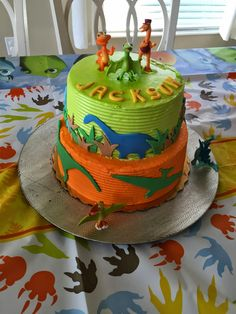 My neighbor turned 2 and he celebrated with a Dinosaur Train themed party. The invitations were designed to look like tickets Hi. Sons Birthday, Third Birthday, 4th Birthday Parties, Birthday Ideas, Dinosaur Train Cakes, Dinosaur Birthday Cakes, Zug Party, Dino Cake, Pasta