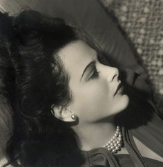Clarence Sinclair Bull - Hedy Lamarr, MGM, ca 1940 Old Hollywood Stars, Old Hollywood Glamour, Golden Age Of Hollywood, Vintage Hollywood, Classic Hollywood, Divas, Hedy Lamarr, Celebrity Skin, Female Actresses