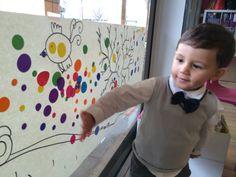 Des gommettes pour une fresque commune : une activité proposée à la fête d'anniversaire de mon petit bonhomme et un joli résultat!!