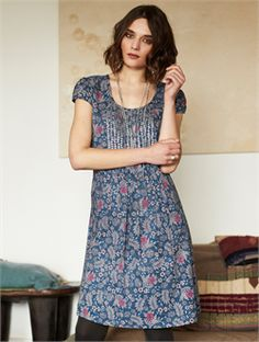 2015 Autumn Nomads HA24 Melhia Sequin Tunic in Denim £50.00 (inc VAT) Product code: 1231 Introducing the incredibly pretty Melhia Sequin Tunic from the Autumn 15 collection at Nomads Clothing of Cornwall. Add a bit of sparkle to your everyday life. A tunic that is great for layering. Wear it now as a sleeveless tunic with a covering cardigan if chilly, wear it later in the season with a co-ordinating t-shirt underneath. www.melburygallery.co.uk xx
