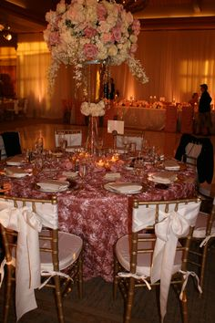 Beautiful centerpieces and linens...