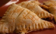 recipes vikings Savory Hand Pies Girl Gone Gourmet: Savory Hand Pies Brunch Outfit, Empanadas, Renaissance Food, Quiche, Medieval Recipes, Game Day Appetizers, Hand Pies, Pie Recipes, Pizza