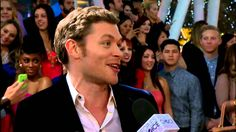 Joseph Morgan at the 2014 People's Choice Awards red carpet - Accepting award for Favorite Actor in a New TV Series