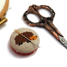 Hedgehog Needle Minder-Reversible Needleminder-Animal-Magnetic-Cross Stitch-Embroidery-Quilting-Sewing-Needlepoint-Woodland- Craft Supply Since I am a maker I have lost many a needles in my house only to later have them sticking out of my couch poking me in my butt. It was not pleasant. Cow Logo, Needle Minders, Pretty Designs, New Baby Gifts, Christmas Shopping, Go Shopping, Cross Stitch Embroidery, Needlepoint, Hedgehog