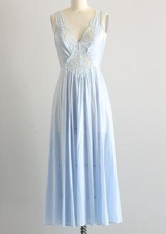 Vintage slip Nachthemd 50s 60s Nachthemd iets blauwe lingerie, poeder blauwe maxi lengte nighty nachtjapon, tank top stijl met peek een boo front