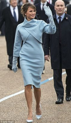 First Lady Melania Trump. bespoke blue cashmere Ralph Lauren dress, cropped jacket, and gloves; with bespoke blue suede Manolo Blahnik heels. Donald Trump, Jackie Kennedy, Melanie Trump, Melania Trump Inauguration, Inauguration 2017, Carla Bruni Sarkozy, Dior Gown, Ralph Lauren Suits, Moda Formal