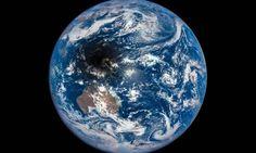 Nasa captura imagens de sombra da Lua na Terra durante eclipse - magens captadas pelo satélite Deep Space Climate Observatory (DSCOVR).  Leia mais sobre esse assunto em http://oglobo.globo.com/sociedade/ciencia/nasa-captura-imagens-de-sombra-da-lua-na-terra-durante-eclipse-18851074#ixzz42be19bbB  © 1996 - 2016. Todos direitos reservados a Infoglobo Comunicação e Participações S.A. Este material não pode ser publicado, transmitido por broadcast, reescrito ou redistribuído sem autorJornal O…