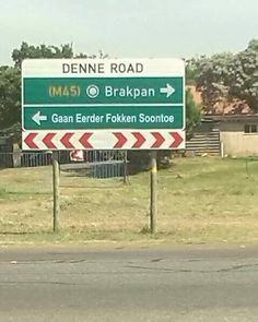 : Die mense wat ek ken van Brakpan is awesome, maar die is wel funny! News South Africa, South Afrika, African Jokes, Africa Quotes, South African Flag, Afrikaanse Quotes, Twisted Humor, African History, Funny Signs