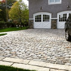 Big Dig cobbles from Boston work well as motorcourt paving at this riverfront property. Cobbled Driveway, Permeable Driveway, Driveway Entrance, Concrete Driveways, Driveway Landscaping, Walkways, Stone Walkway, Paving Stones, Stamped Concrete Driveway