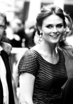 Emily Deschanel. I think she is such an understated actress and such a natural beauty.