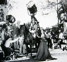 Behind the scenes during the filming of Gone with the Wind. Go To Movies, Old Movies, Great Movies, Movies And Tv Shows, Old Hollywood Movies, Classic Hollywood, Gorgeous Movie, In And Out Movie, Tomorrow Is Another Day