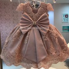 Ideas for birthday outfit kids girls Baby Girl Birthday Dress, Baby Girl Party Dresses, Birthday Dresses, Little Girl Dresses, Girls Dresses, Flower Girl Dresses, Kids Gown, Frocks For Girls, Baby Gown