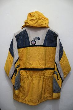 100033 - Vintage The NORTH FACE Skiwear Outdoor Sports Hiking Ski Hooded Bomber Jacket Measurements: Width (armpit to armpit): 24.5 Length (shoulder to end of garment): 31 Tag reads: Size : NONE Weight : 1.00kg All measurements are taken with the garment flat on the ground. Feel free to contact me for any question. Ill assist you with my pleasure. Thanks for viewing. **WE ARE USING EXPRESS SHIPPING, IT TAKES 3-5 DAYS ONLY TO ARRIVE AT YOUR DESTINATION. PLEASE LEAVE YOUR PHONE NUMBER ON ...