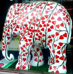 Elephant Parade is an open air exhibition of decorated elephant statues. Asian Elephant, Elephant Love, Elephant Art, Elephant Colour, Elephant Gifts, Cow Parade, Elephants Never Forget, Elephant Parade, My Animal
