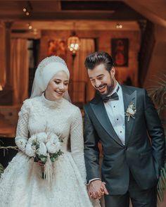 Hijabi Wedding, Muslimah Wedding Dress, Muslim Wedding Dresses, Wedding Dress Styles, Bridal Dresses, Wedding Couple Poses Photography, Couple Photoshoot Poses, Wedding Photoshoot, Cute Muslim Couples