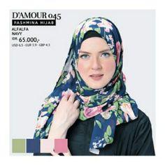 Pashmina Hijab / Kerudung Persegi Panjang  Size : 175 x 75 cm Bahan : Ceruty Warna : Navy  Tersedia juga warna Peach, Black
