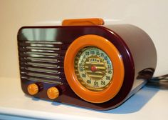 Antique Spotlight: Radios | Dusty Old Thing