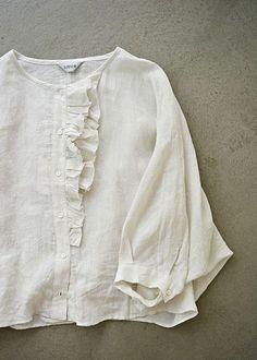 라르니에 정원 LARNIE Vintage&Zakka Boho Fashion, Fashion Dresses, Womens Fashion, Mode Boho, Linen Blouse, White Shirts, Linen Dresses, Mode Inspiration, Blouse Designs