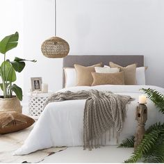 Neutral and natural bedroom set. Tropical leaves set off the room : Neutral and natural bedroom set. Tropical leaves set off the room Room Interior, Interior Design Living Room, Natural Bedroom, Minimalist Bedroom, Minimalist Decor, Minimalist Interior, Minimalist Kitchen, Modern Minimalist, Home Decor Bedroom