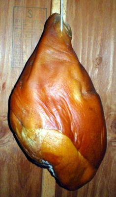 one country-cured ham Dry Cured Ham Recipe, Pork Brine Recipe, Pork And Beef Recipe, Carne Asada, Carne Defumada, Dinner Party Appetizers, Country Ham, Christmas Ham, Fire Food