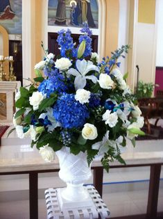 Blue and White reception wedding flowers, wedding decor, wedding flower centerpiece, wedding flower arrangement, add pic source on comment and we will update it. can create this beautiful wedding flower look. Blue Flower Arrangements, Flower Centerpieces, Wedding Centerpieces, Wedding Decorations, Decor Wedding, Wedding Reception, Tall Centerpiece, Wedding Colors, Church Wedding Flowers