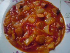Paprikás krumpli: Lecsó Chana Masala, Chili, Cooking Recipes, Soup, Cook Books, Meals, Ethnic Recipes, Drinks, Drinking