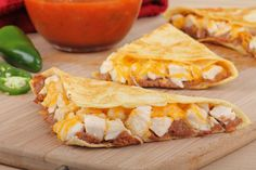 Quesadillas de pollo con queso y aguacate My Recipes, Chicken Recipes, Cooking Recipes, Healthy Recipes, Taco Wraps, Cheat Meal, Sandwiches, Yummy Food, Lunch
