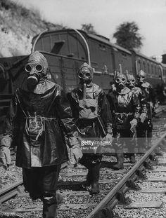 Fotografía de noticias : A breakdown squad on a training exercise to...