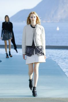 See the complete Louis Vuitton Resort 2017 collection. DESIGNER: Nicolas Ghesquière