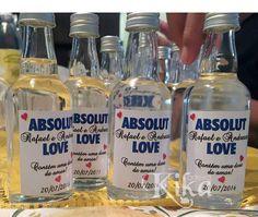 Adoramos esse mimo da @kikaarteira! São mini garrafinhas de Absolut personalizadas e prontas pra lembrancinha dos padrinhos! Você também pode entregar na pista de dança e vai ser um SUCESSO! . Veja mais no Instagram  @kikaarteira . E-mail: contato@kikarteira.com Tel: 21 987992839 Whiskey Bottle, Vodka Bottle, Absolut Vodka, Bar Drinks, Sweet Sixteen, Wedding Day, Party, Giveaways, Lingerie