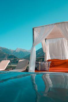 ... die ersten Spätsommer/Herbsttage an unserem 25m Sportpool #genießen in unserem 5 Sterne Hotel STOCK resort in Finkenberg - Tirol.
