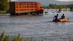 Hladina Dunaja prudko stúpa. Situáciu monitorujeme. Vzhľadom na vytrvalé zrážky v nemeckom a rakúskom povodí Dunaja očakávajú meteorológovia výrazný vzostup hladiny Dunaja aj na Slovensku. Hľadáme dobrovoľníkov pre prípad rýchleho zásahu pri povodniach