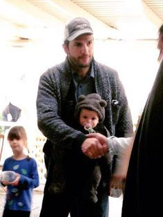 Ashton Kutcher : Hands On Dad Dotes On Baby Wyatt During Dinner Date with Mila Kunis