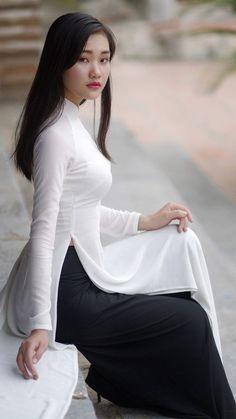 Girl in ao dai 💗💗 Vietnamese Clothing, Vietnamese Dress, Vietnamese Traditional Dress, Traditional Dresses, Asian Woman, Asian Girl, Vietnam Girl, Beautiful Asian Women, White Girls