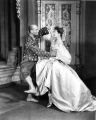 Gertrude Lawrence and Yul Brynner in 'The King and I' (1951)