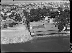 1940 - Vista do Rio Tietê na altura da atual Ponte das Bandeiras, à direita as instalações do Clube de Regatas Tietê. No lado esquerdo da foto, a antiga Praça dos Esportes, ponto de encontro dos esportistas de São Paulo até o final dos anos 1940.