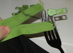 Tuplaemon tohinat: Vedin metriketjuun - näin sen tein Sewing Hacks, Sewing Crafts, Sewing Tips, Fix A Zipper, Sewing For Kids, Handicraft, Diy And Crafts, Knitting, Crochet