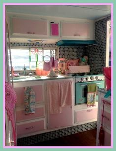 I know if I made myself a camper like this, I would never find a man who would go camping with me.But I know my GIRLFRIENDS would! Kombi Trailer, Trailer Park, Trailer Decor, Trailer Interior, Camper Trailers, Shasta Camper, Retro Trailers, Rv Interior, Pink Trailer