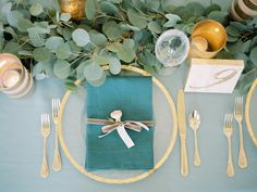 teal napkin, jade tablecloth and gold accents | Photography: Lauren Kinsey Fine Art Wedding Photography - laurenkinsey.com