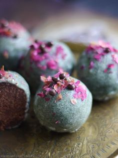 Jade Truffles ~~ a little treat for the Chinese New Year - Jade Truffles (Raw & Free From: gluten and grains, dairy, nuts, and refined sugar) - Raw Vegan Desserts, Raw Vegan Recipes, Vegan Dessert Recipes, Vegan Treats, Whole Food Recipes, Chinese New Year Desserts, Raw Cake, Truffle Recipe, Chocolate Truffles