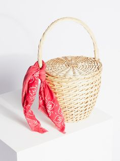 Straw Basket | Classic straw basket inspired by decades past featuring a removable lid and a convenient handle for a too cute carry.
