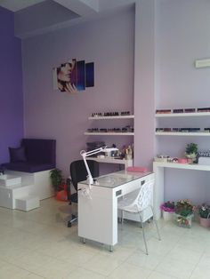 Ideas for pedicure station ideas shops Home Nail Salon, Nail Salon Design, Nail Salon Decor, Beauty Salon Decor, Salon Interior Design, White Interior Design, Beauty Salon Interior, Interior Design Living Room, Nail Station