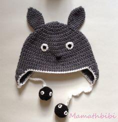 Voilà, comme promis sur Ig, un tuto de ma version du bonnet Totoro. Bonnet réalisé en laine n°6 et avec un crochet 4.5 (pour qu'il se t...