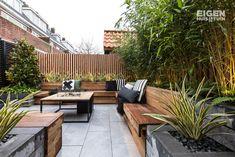Van saaie en betegelde tuin naar hippe tuin in NYC sferen - Eigen Huis en Tuin Home And Garden, Garden Room, Outdoor Decor, Garden Design, Terrace Design, Outdoor Living, Garden Decor, Back Gardens, Exterior