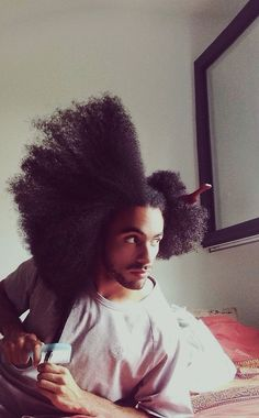 13 guys with natural hair to die [Gallery] - Afro Hair Cabello Afro Natural, Pelo Natural, Black Men Hairstyles, Afro Hairstyles, Vintage Hairstyles, Natural Hair Men, Natural Hair Styles, Natural Man, Natural Texture