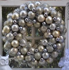 DIY:: Dollar Store Glam Wreath Materials Needed inch Styrofoam wreath form 5 tubes each) of Dollar Store ornaments 1 pack of 18 mini ornaments (Joann's Fabrics) Valspars Brilliant Metal Spray Paint Several Yards of Silver Garland Hot glue g 25 Days Of Christmas, Noel Christmas, Winter Christmas, Christmas Ornaments, Christmas Balls, Christmas Colors, Christmas Projects, Holiday Crafts, Holiday Fun