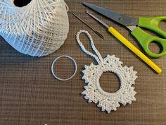 (81) Egyszerű horgolt karácsonyfa dekoráció 20 perc alatt - YouTube Christmas Feeling, Christmas Time, Christmas Inspiration, Tatting, Diy And Crafts, Crochet Earrings, Creative, How To Make, Advent